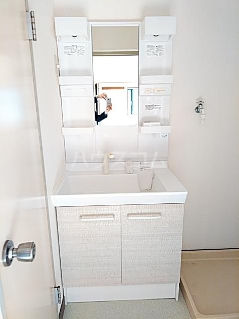 プレミー旭町 105号室の洗面所