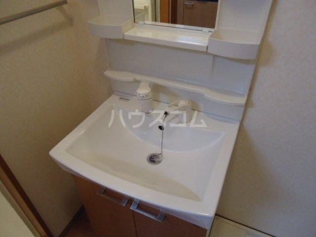 コンフォース・S 302号室の洗面所