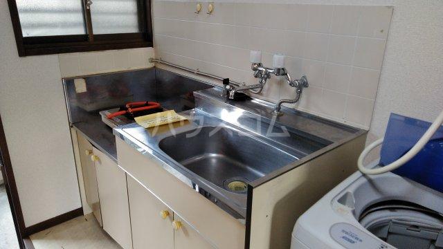 晴海ハイツ 102号室のキッチン