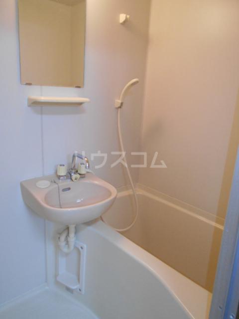 エテルノ鶴巻 302号室の洗面所