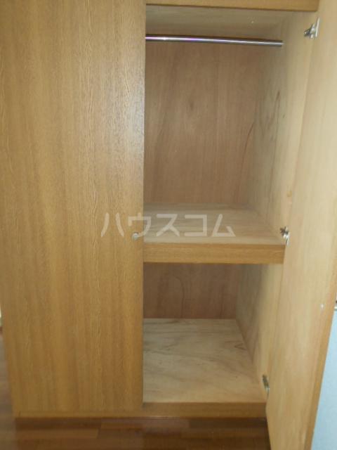 エテルノ鶴巻 302号室の玄関