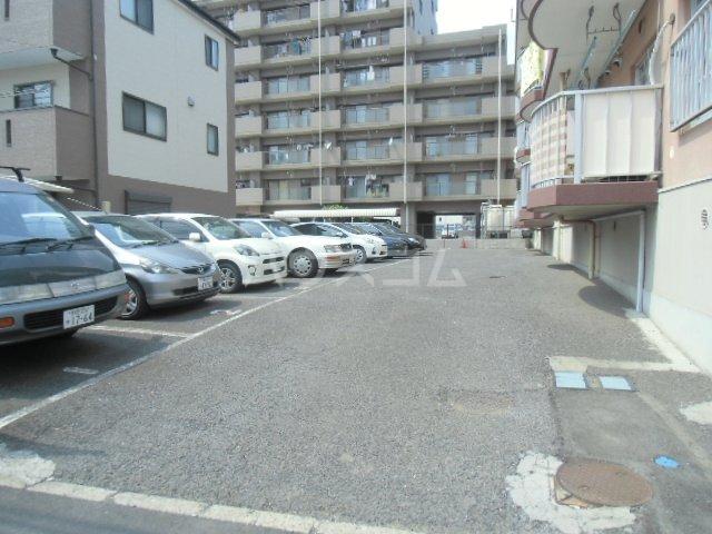 ヒルサイドアライ 305号室の駐車場