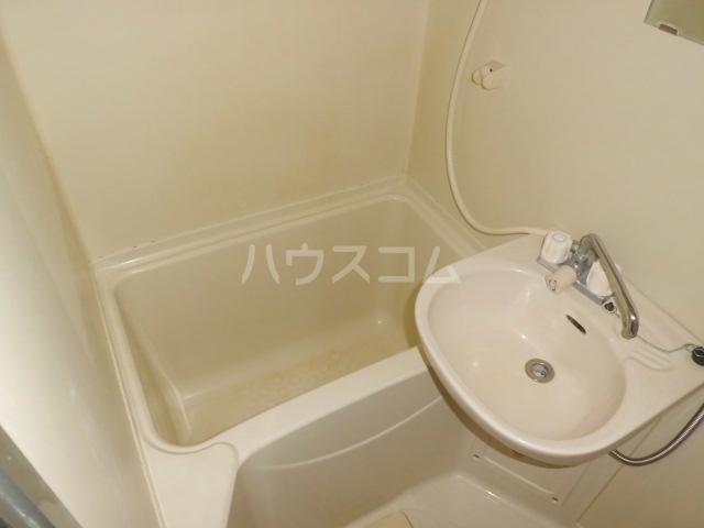 トライアングル 201号室の洗面所