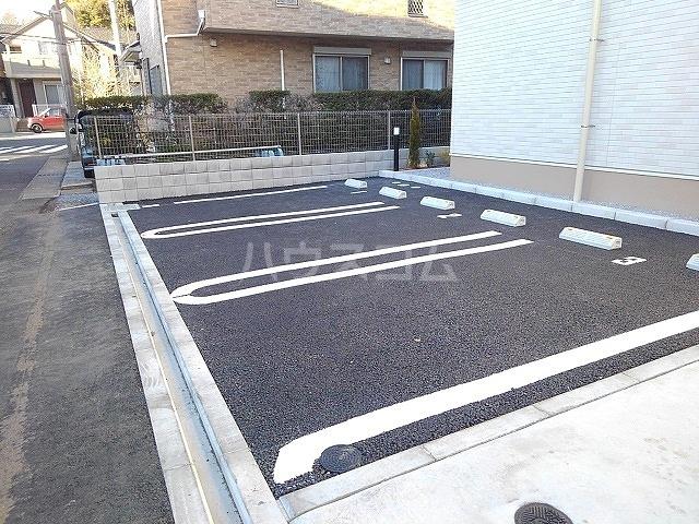 アーデント 02010号室の駐車場