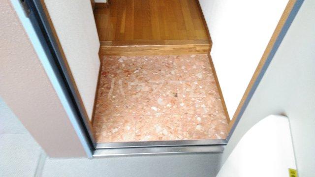 ラシーヌⅡ 301号室の玄関