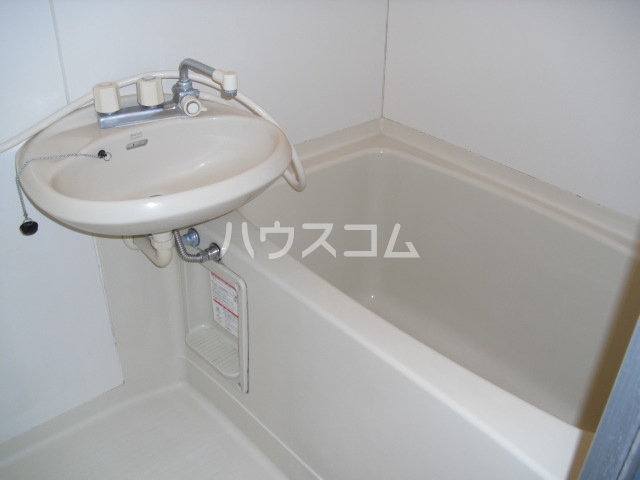 エスポワ・メゾン 102号室の洗面所