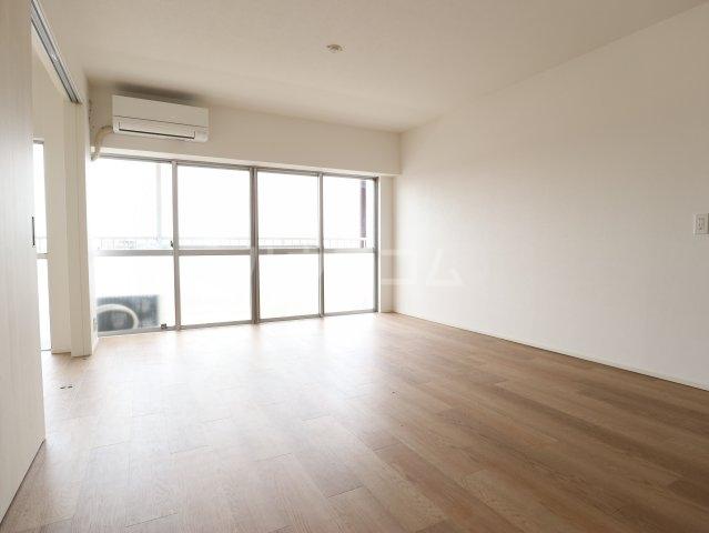 根本マンション 506号室の駐車場