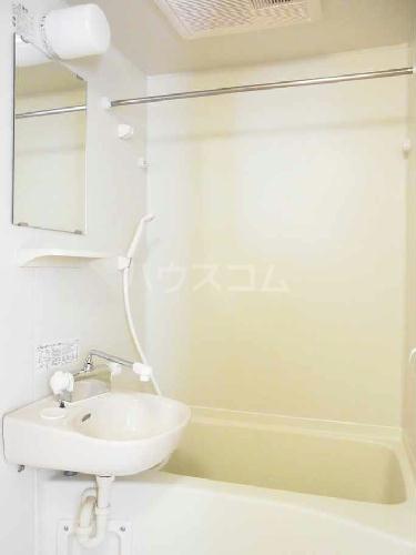 レオパレスクロスロード 201号室の洗面所