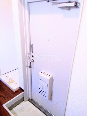 高峰コーポ 108号室の玄関