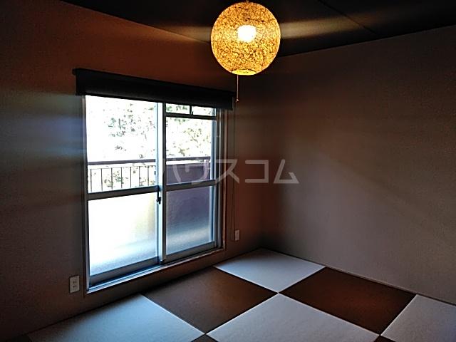 くず葉台団地11号棟 303号室の居室