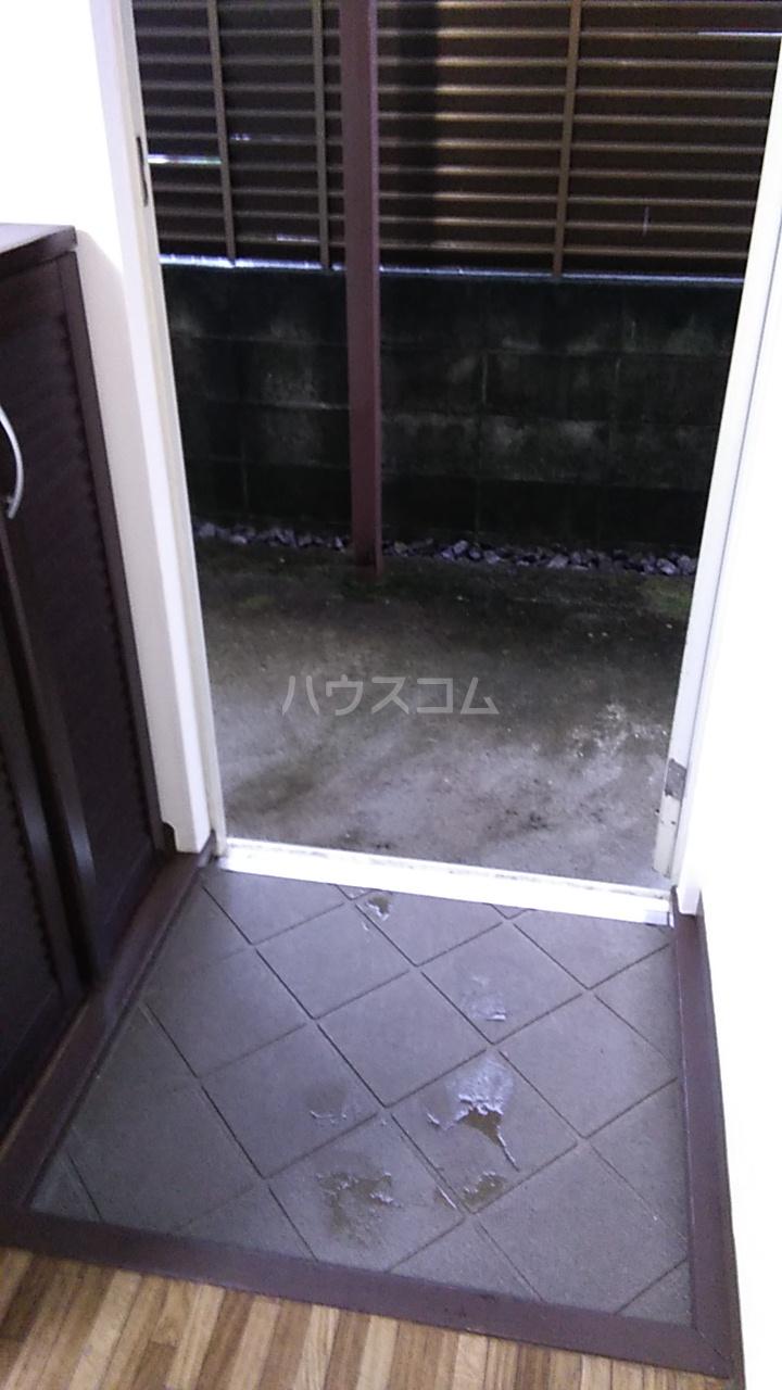 グレイス湘南台 101号室の玄関