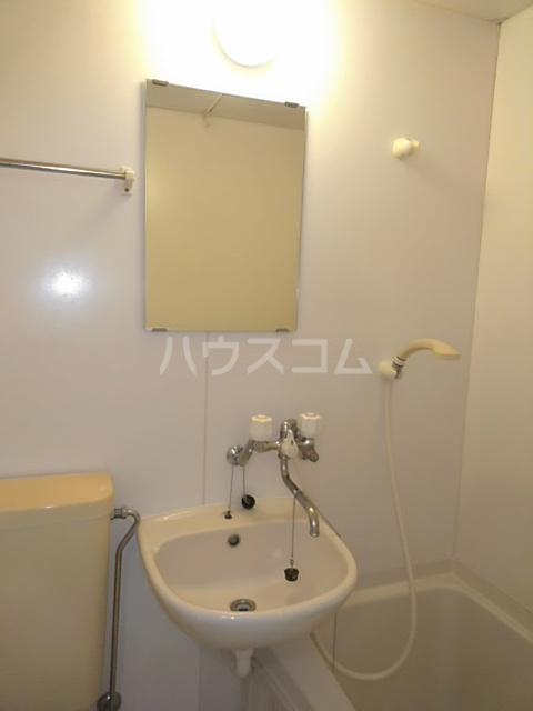 小高ハウス 101号室の洗面所