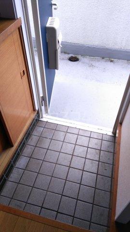 シャトー伊澤 202号室の玄関