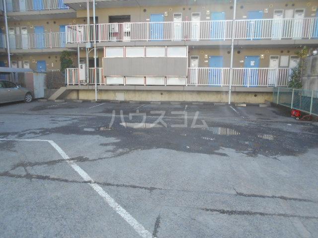 厚木ユースハイム 108号室の駐車場