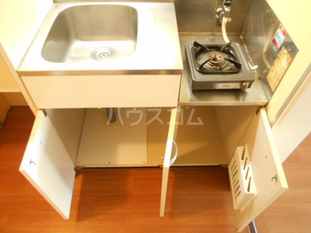 厚木ユースハイム 108号室のキッチン
