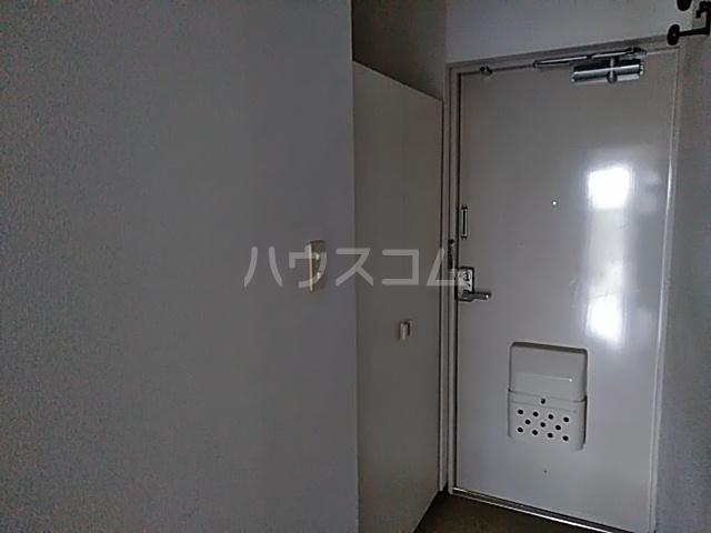 スカイコート 302号室の玄関