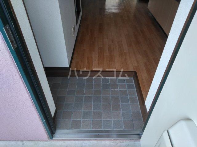 ソレイユK 205号室の玄関