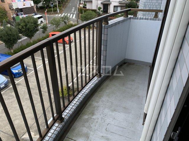 オーパス湘南 304号室のバルコニー