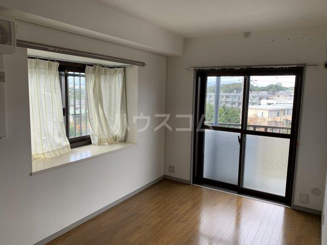 オーパス湘南 304号室の居室