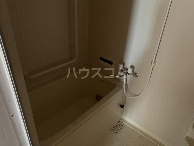 オーパス湘南 304号室の風呂
