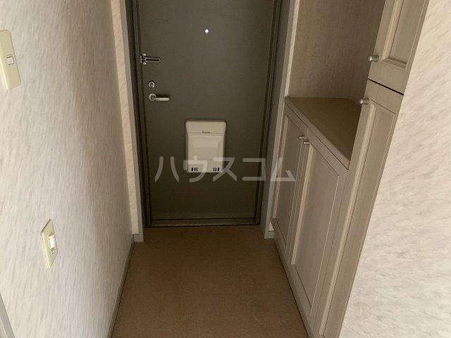 オーパス湘南 304号室の玄関