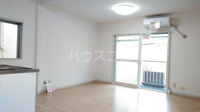 メゾン湘南 202号室のリビング