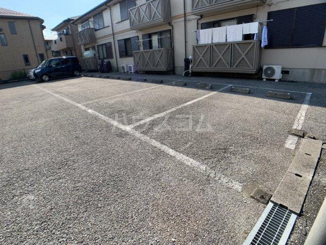 パールハイツ山口48 203号室の駐車場