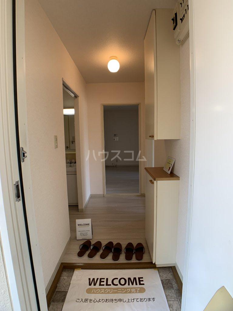 パールハイツ山口48 203号室の玄関