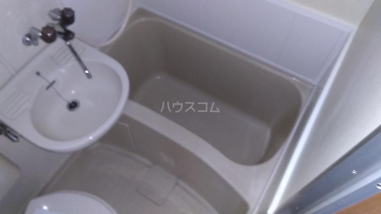 サンライフ元町 202号室の風呂