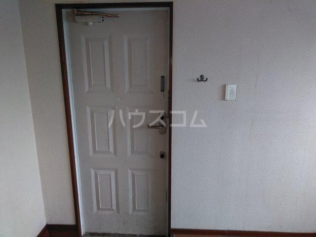ポートアリス 207号室の玄関