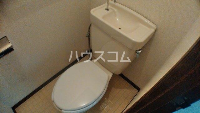 ファミーユ中堂A 103号室のトイレ