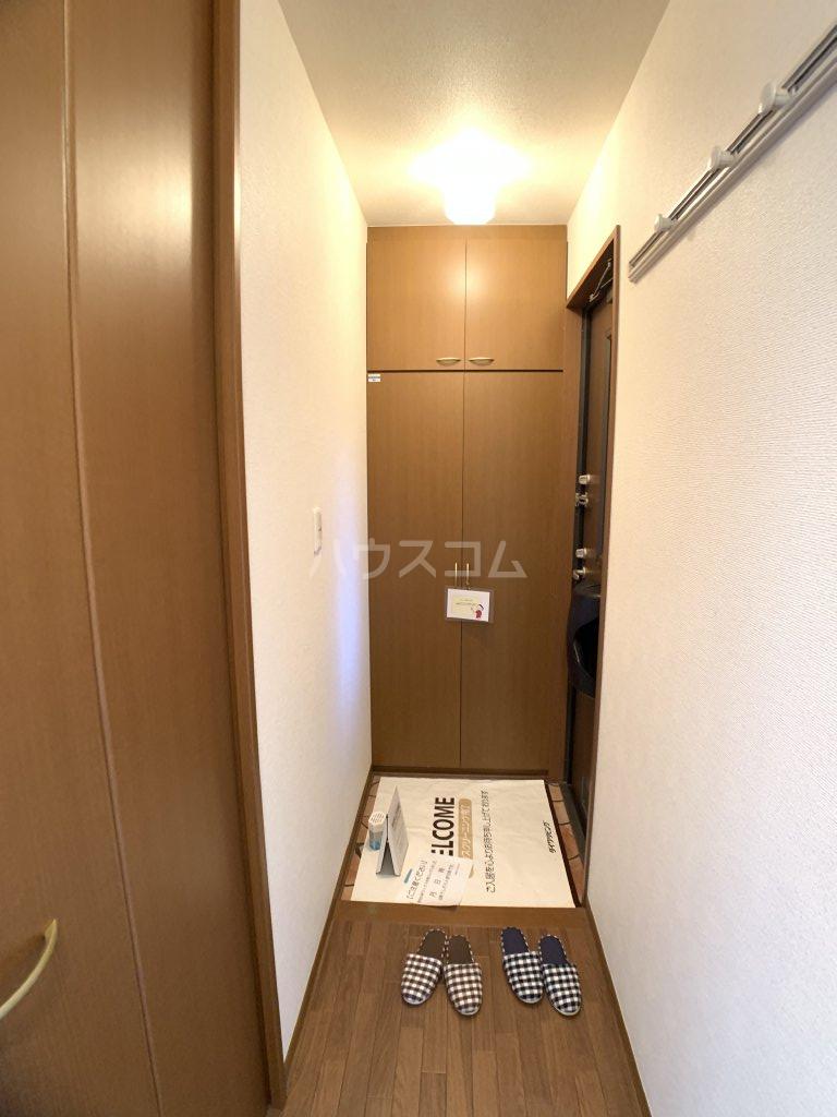 クレセントⅢ 101号室の玄関