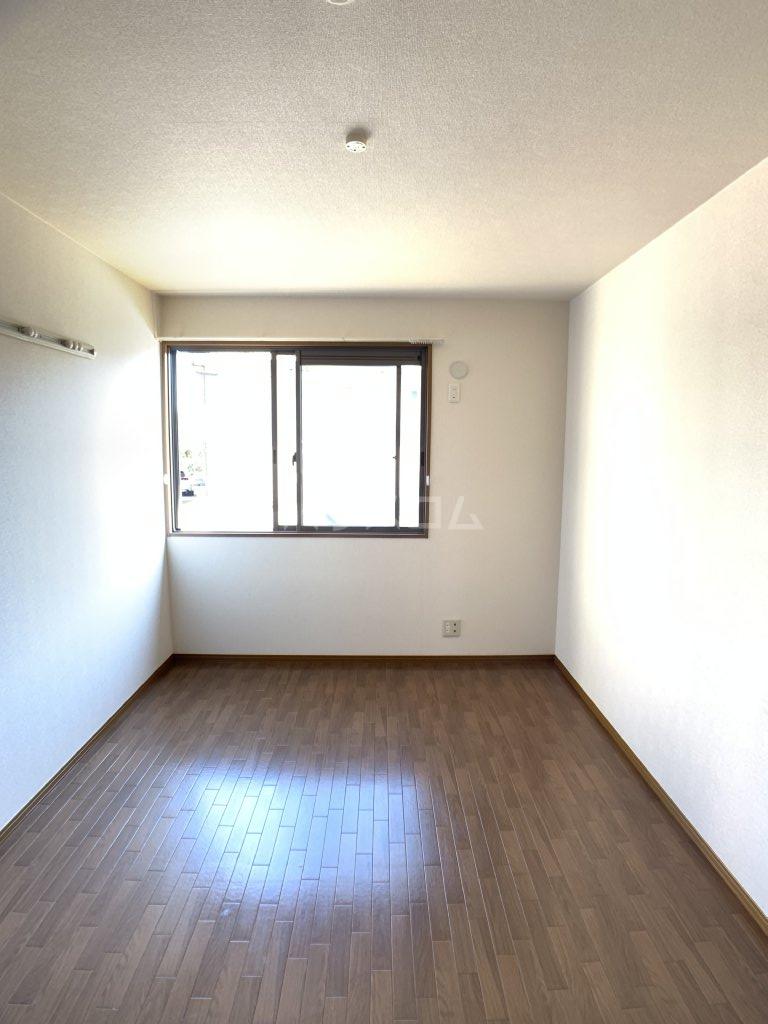 クレセントⅢ 101号室の居室