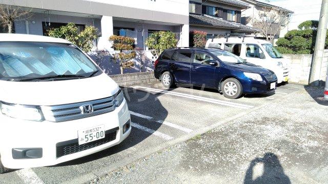 プリマベーラ 102号室の駐車場