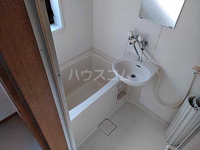ザ・ワールドハウス 201号室の風呂