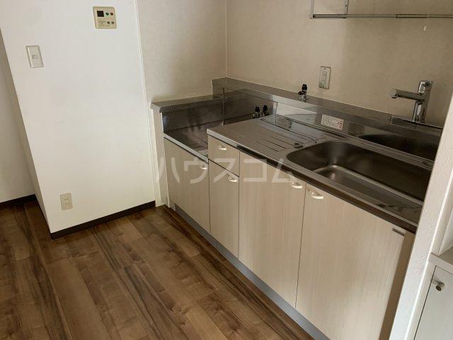 アゼリアコート湘南 303号室のキッチン