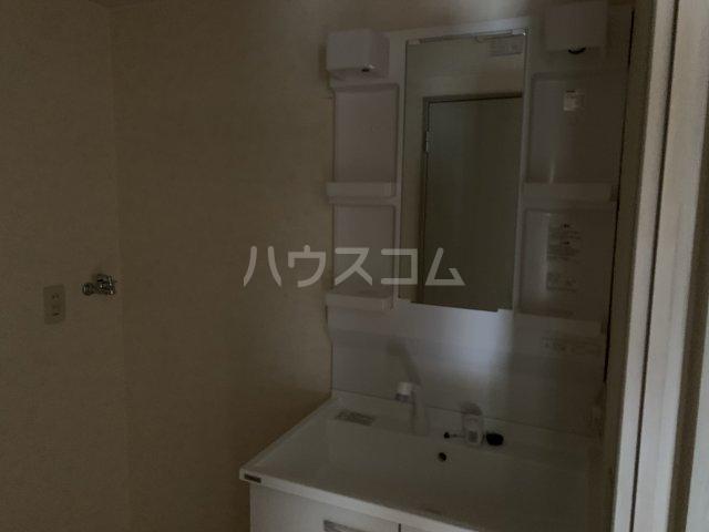 アゼリアコート湘南 303号室の洗面所