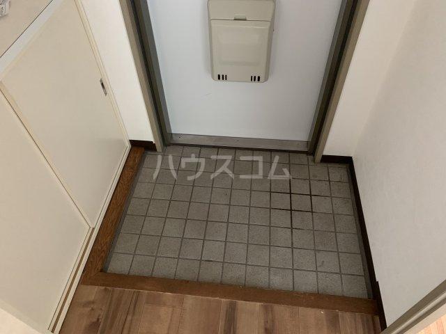 アゼリアコート湘南 303号室の玄関