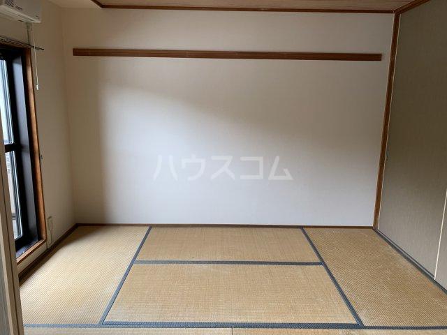アゼリアコート湘南 303号室の居室