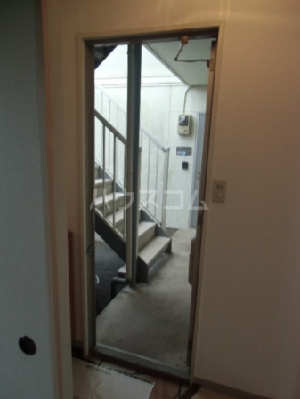 サントビーヒルズA 101号室の玄関