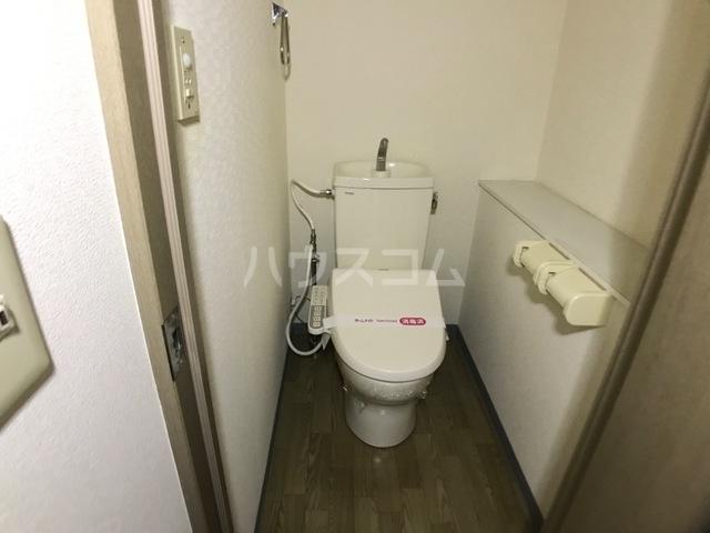 ベル ヴュー 206号室のトイレ