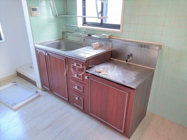 ジュネパレス茅ヶ崎第01 301号室のキッチン