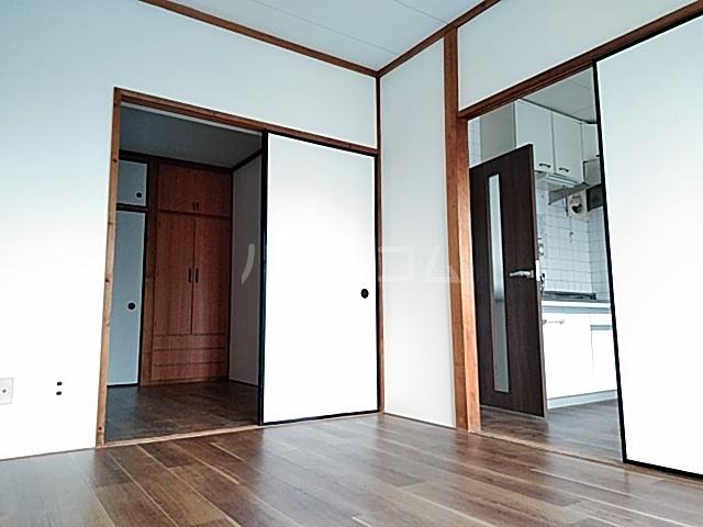 佐川コーポ 302号室の居室