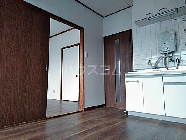 佐川コーポ 302号室のリビング