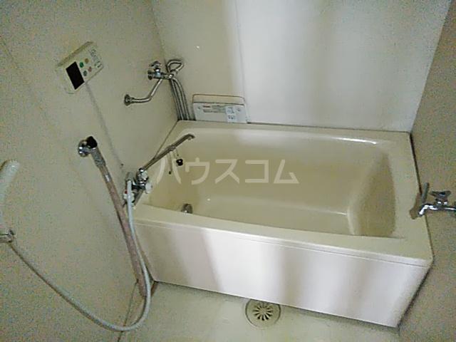 メゾン溝呂木 404号室の風呂