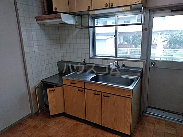 メゾン溝呂木 101号室のキッチン