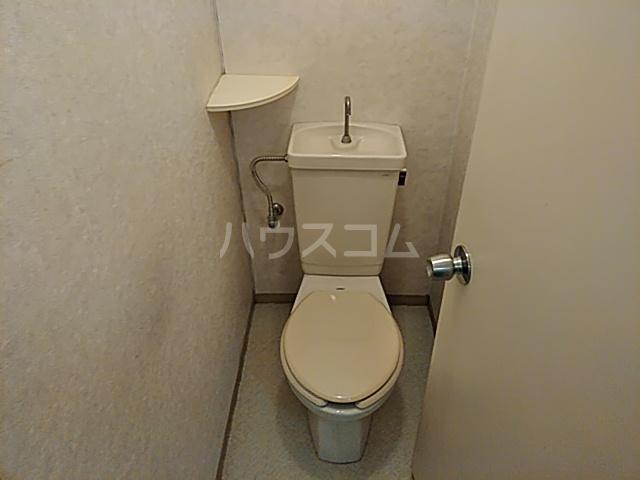 メゾン溝呂木 101号室のトイレ