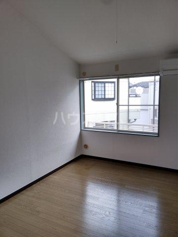小高ハウス 205号室のリビング