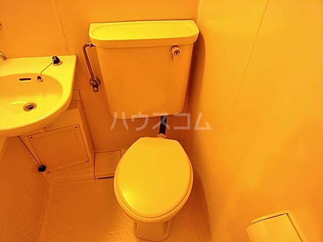 日神パレステージ市川 302号室のトイレ