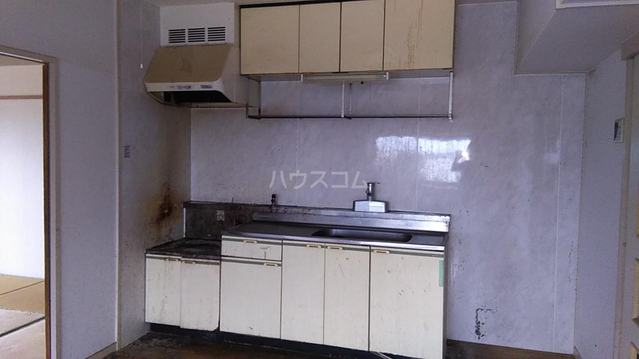富士スカイハイツ 701号室のキッチン
